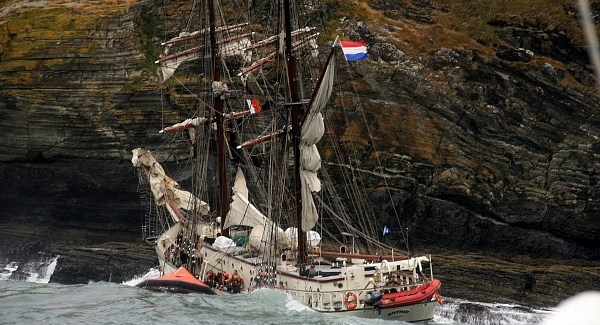 Wrecked tall ship to be lifted from sea