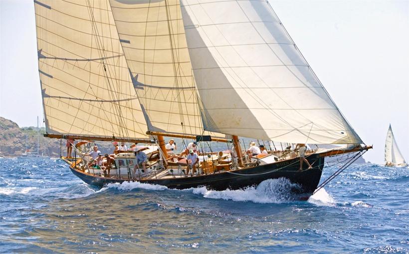 stbd-bow-full-sail